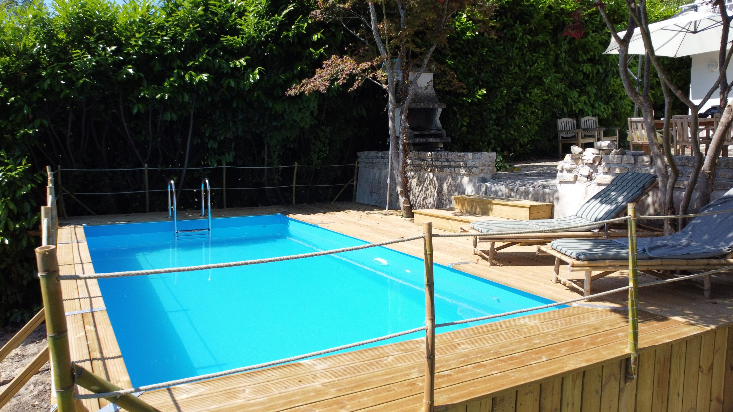 drone zwembad opzij